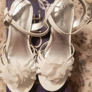Size 3 new without tag white girls Cherokee sandal
